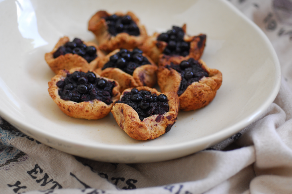 Mini Rustic Blueberry Tartlet | Alexx Stuart