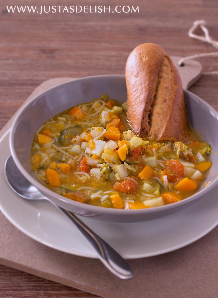 Minestrone (Vegetable Soup) | Justasdelish.com